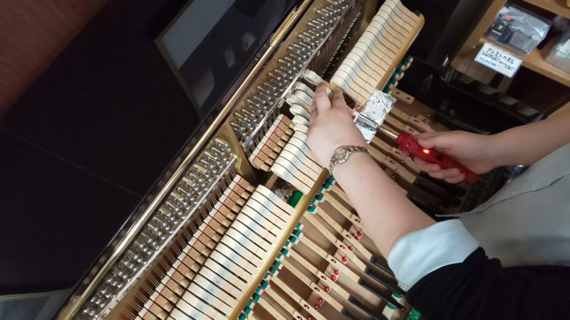 アップライトピアノの整調③「弦合わせ」